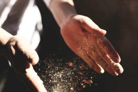 meunier industriel main et farine